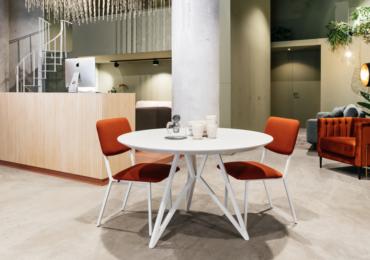 Studio Henk bij JHAB Interieur Styling Enschede - Studio Henk eettafel rood